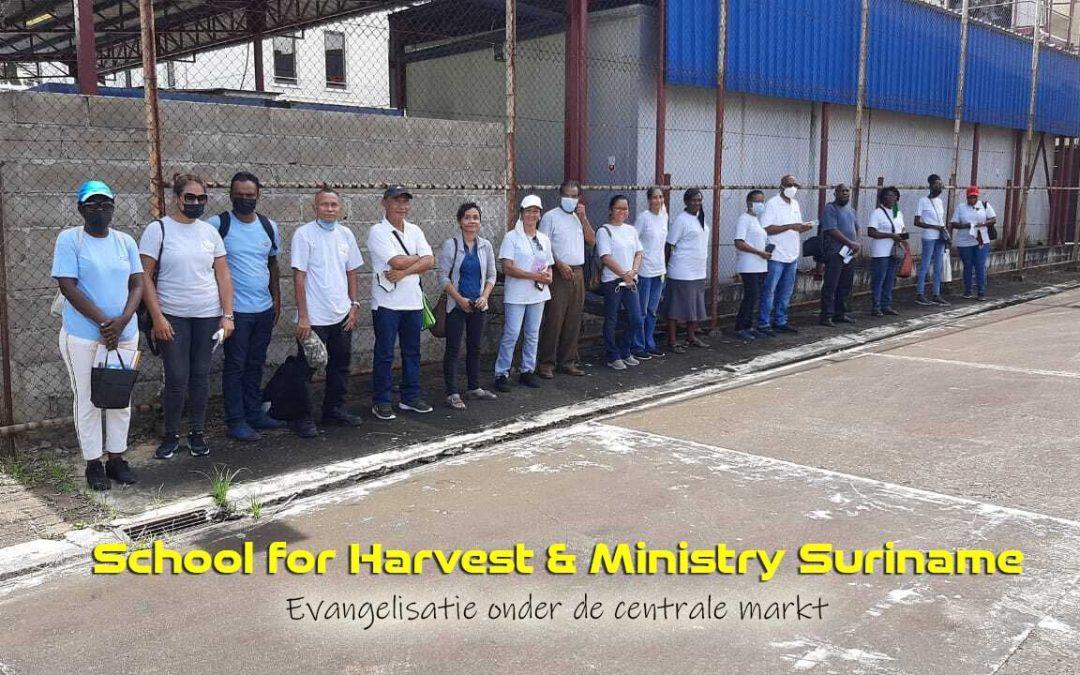 Straat evangelisatie met studenten van de SHM
